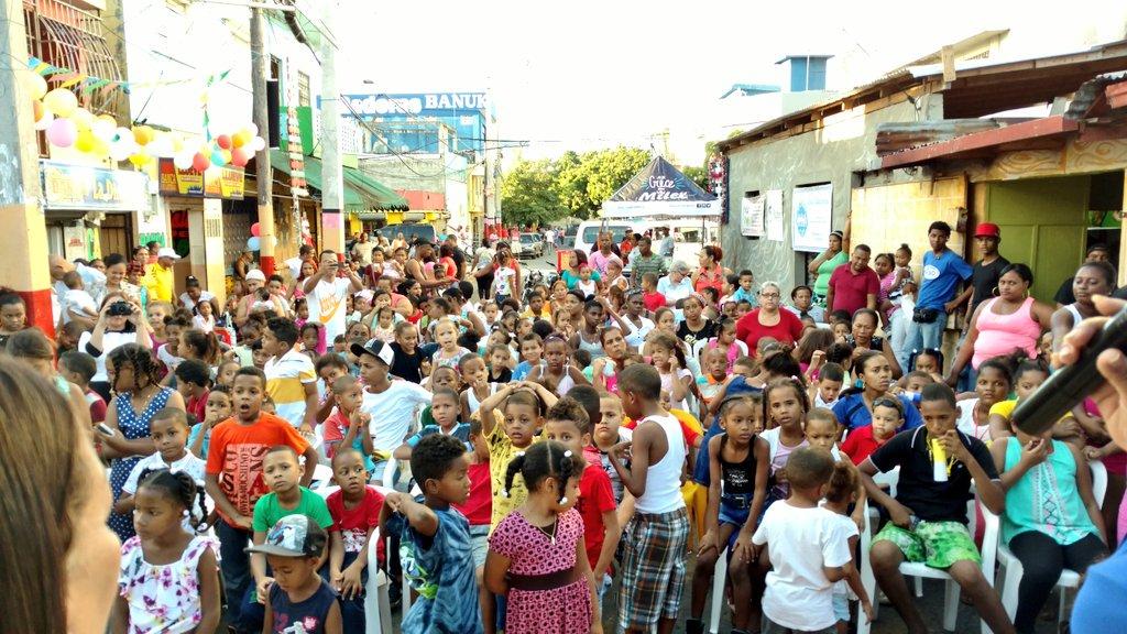 #NiñosFelices #VillaCom  este día es hermoso gloria a Dios #Atabey #DomingoContreras #FundacionFupe Gracias Dios #Felizz @DomingoCG1<br>http://pic.twitter.com/wCTGmMohgd