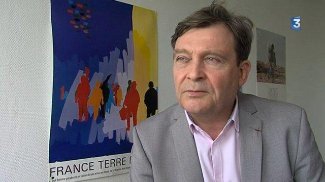 Pierre Henry, Dirigeant de France Terre D&#39;asile, apporte son soutient Emmanuel #Macron  https://www. facebook.com/pierre.henry.7 5/posts/10211840811954631 &nbsp; … <br>http://pic.twitter.com/Ayy2HxDPCR