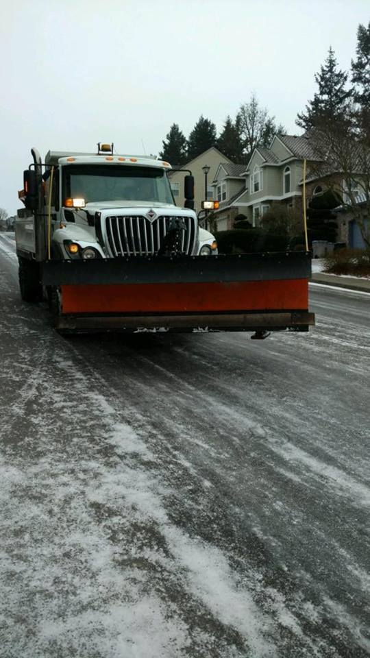 Update! Update! Our crews are addressing priority roads. Two @TigardLibrary programs have been cancelled. #pdxtst  http://www. tigard-or.gov/city_hall/emer gency.php &nbsp; … <br>http://pic.twitter.com/QH56BgVoha
