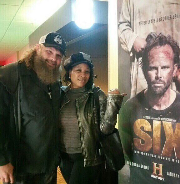 Movie Premier with @roynelsonmma !! #six Thanks @heathermuse https://t.co/QZYQEsDJ6W