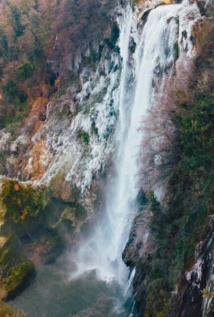 ❄️ Marmore Waterfall after the snow, Italy ❄️ https://t.co/92c25av3Zo