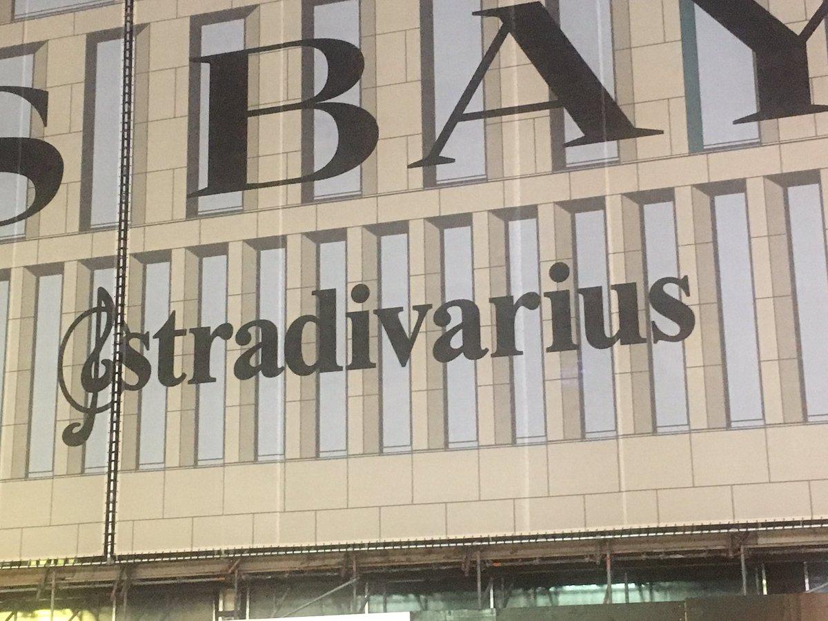 Good news! Stradivarius komt naar Den Haag in oude V&amp;D @stradivarius #Stradivarius #DenHaag<br>http://pic.twitter.com/5QTMfshGtp