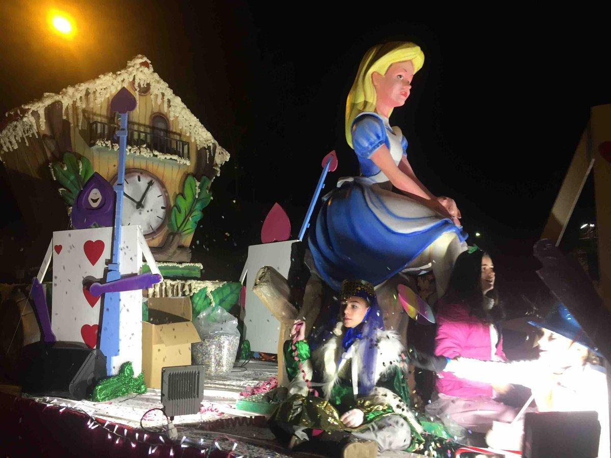 Las #fotografías de las mejores carrozas de la #cabalgata de Reyes 2017 de Majadahonda:  http:// bit.ly/2iVBGkk  &nbsp;   @afalonsob @luisbachiller<br>http://pic.twitter.com/bnLV18tZvJ