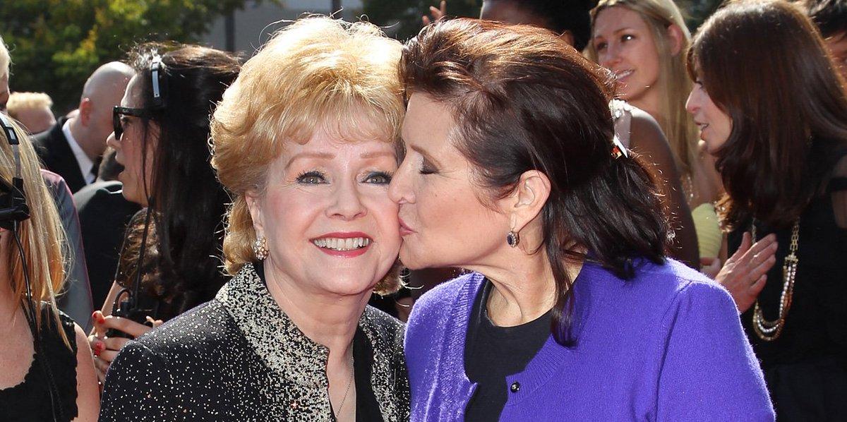 (Europe1):#Découvrez pourquoi les cendres de #Carrie Fisher reposent dans... une pilule..  http://www. titrespresse.com/article/906139 1612/decouvrez-carrie-fisher-cendres-reposent-pilule-geante-prozac &nbsp; … <br>http://pic.twitter.com/HuzTFp6df6
