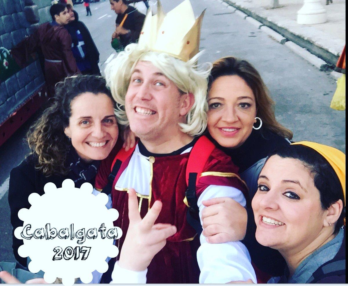 Ojalá la magia vivida en la #Cabalgata de los @ReyesMagos en #Valencia nos dure todo el año 2017.  @AjuntamentVLC<br>http://pic.twitter.com/nVRu8qSikh