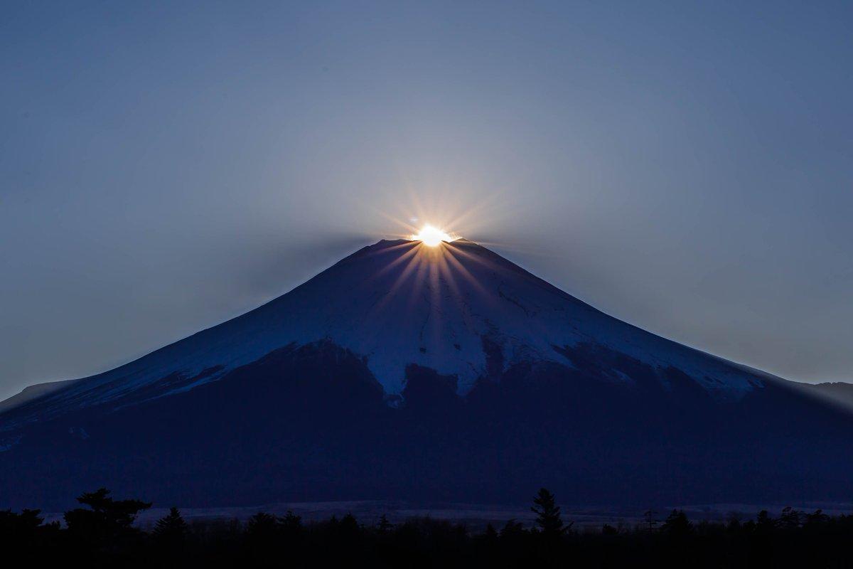 ダイアモンド富士とその後の山頂と。 https://t.co/DdWr2daTyi