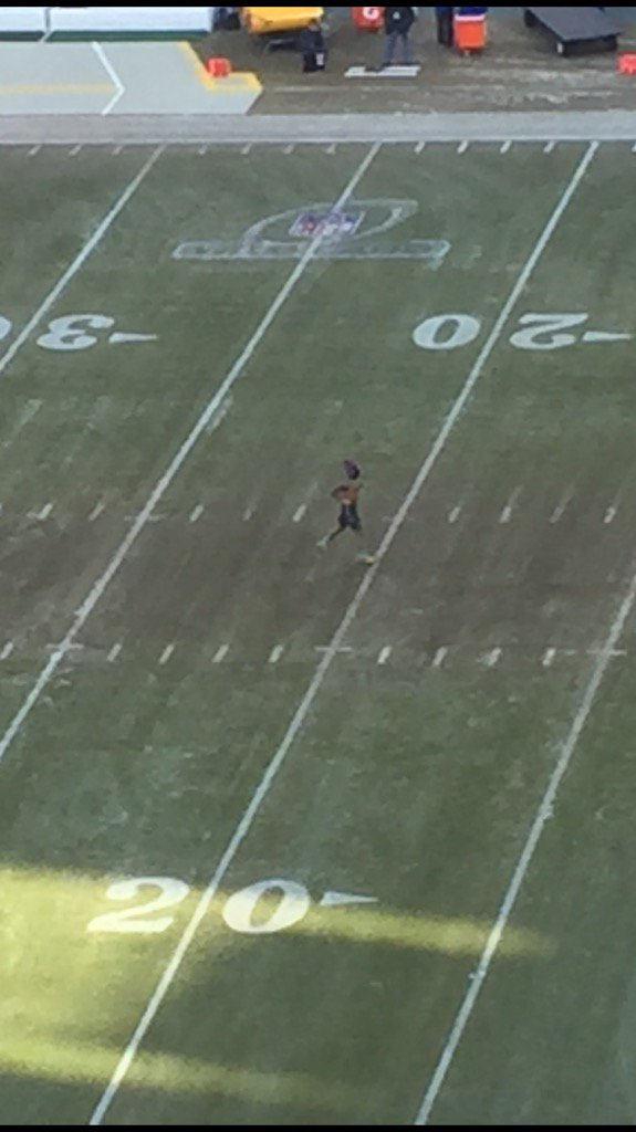 Odell Beckham Jr. warming up at Lambeau. Shirtless and  in shorts. #frozentundra https://t.co/HM64e196f5