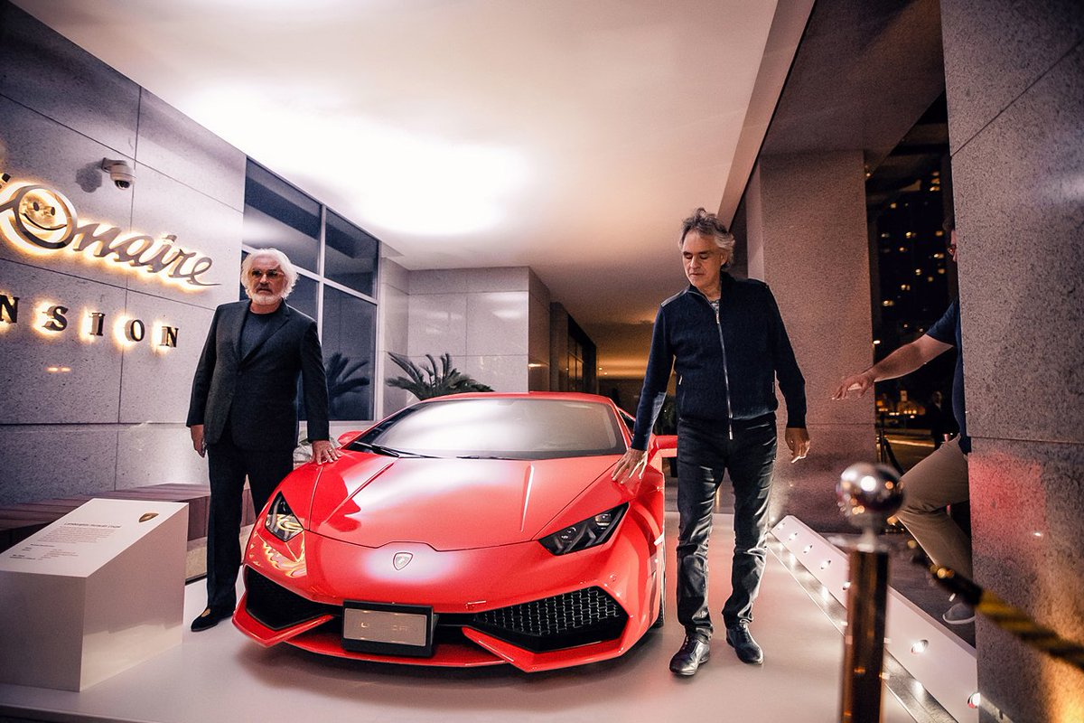 Andrea Bocelli and the Huracán before the live \