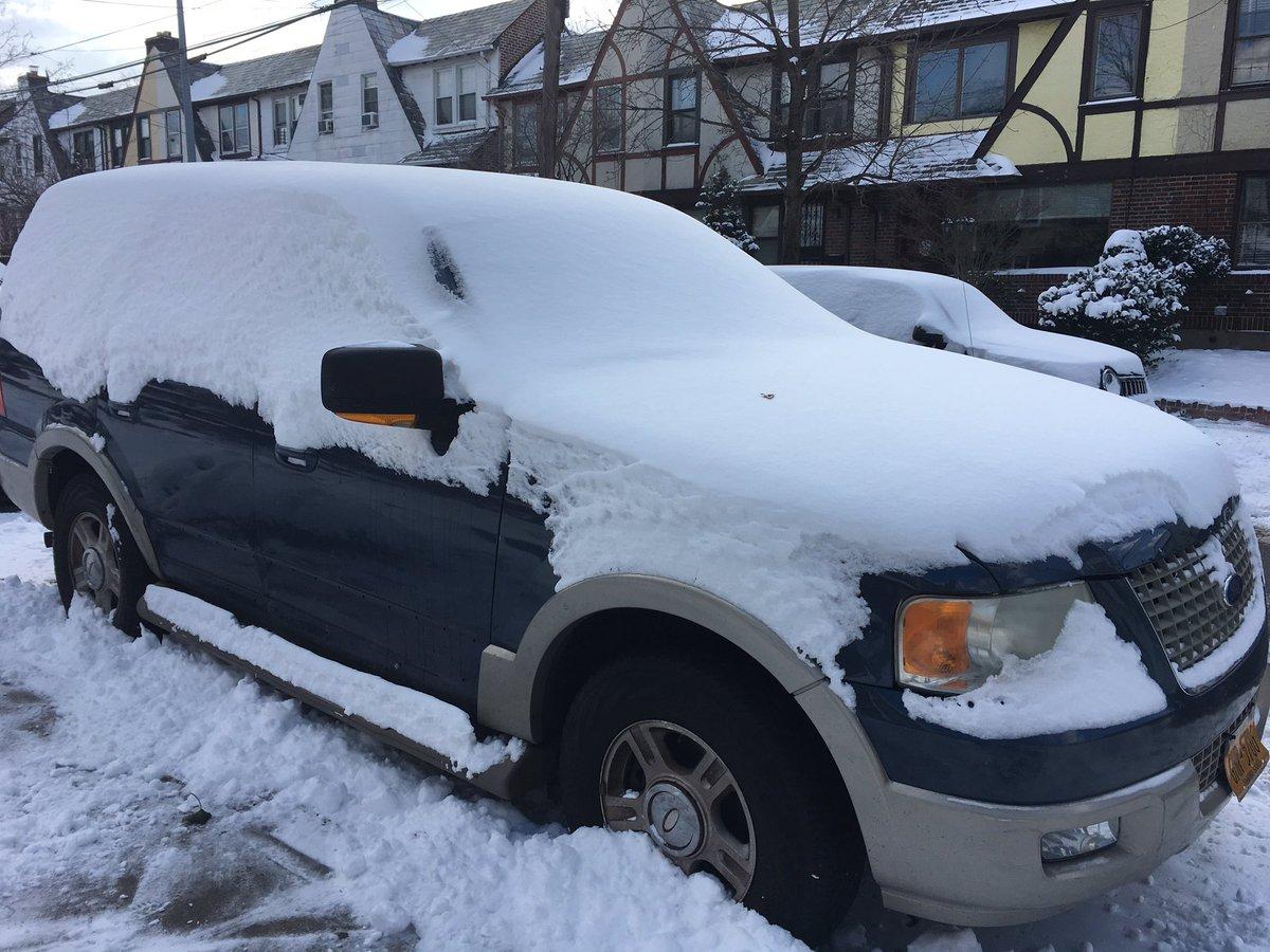 Découvrir sa voiture ce matin après la journée de #neige d&#39;hier à #NewYork #snowday <br>http://pic.twitter.com/3LKpvHwLzO