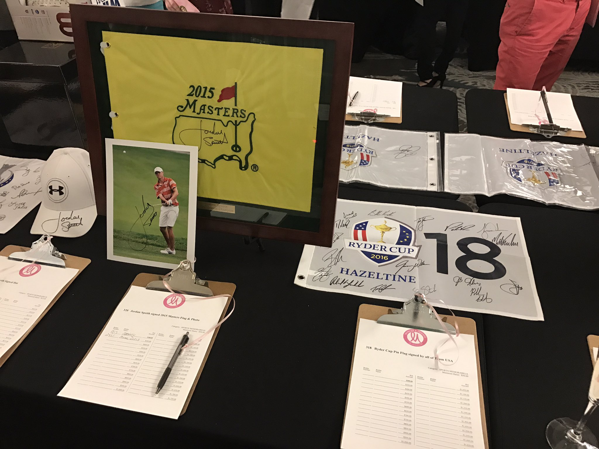 Just a few goodies you can bid on at @mpressel's silent auction 👌 @TheMasters @RyderCupUSA @JordanSpieth #MorganandFriends17 https://t.co/yQJeCIzA12
