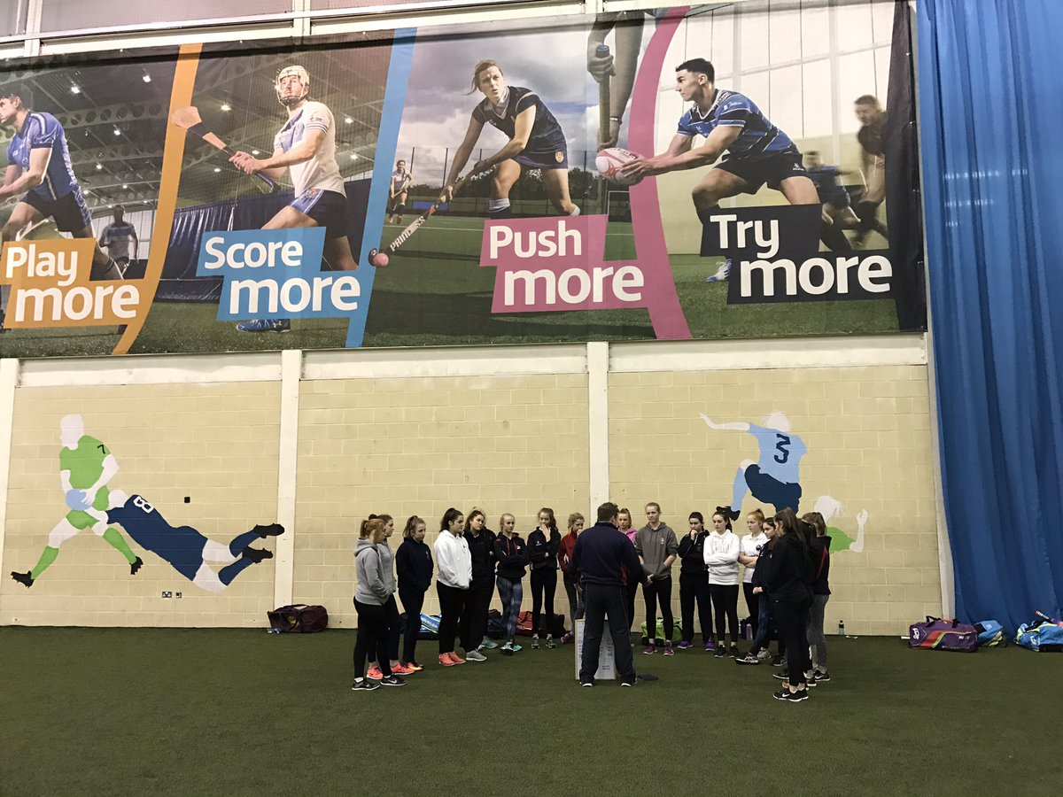 Great to be back at @UlsterUniSport for our first session of the new year. Plenty of learning and improvements being made! #fielding <br>http://pic.twitter.com/fcaU7D2SrX