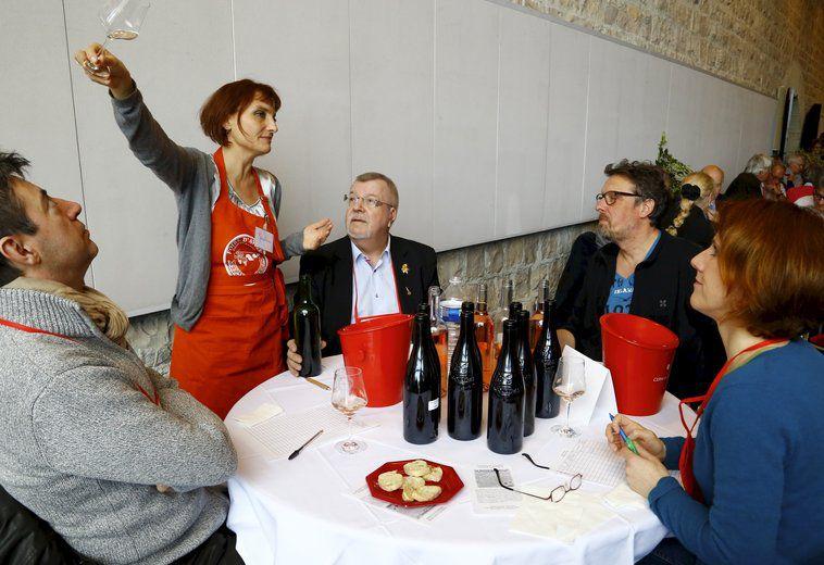 Nouvelle dimension pour le concours des #vins d&#39;#Avignon  http:// sur.laprovence.com/ixl2-pO4B  &nbsp;  <br>http://pic.twitter.com/iiLoiaJDQn