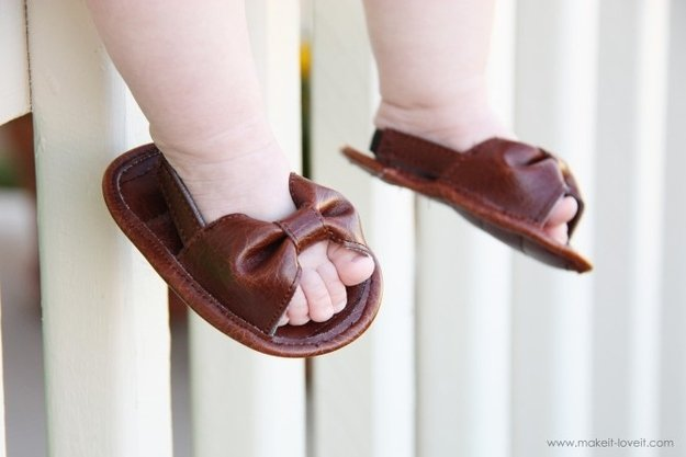 Baby shoes are so freakin' cute.