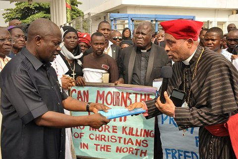 Hundreds of Christian clerics under CAN staged peaceful protest to the gate of Govt House, Port Harcourt, demanding end to Southern Kaduna killings.