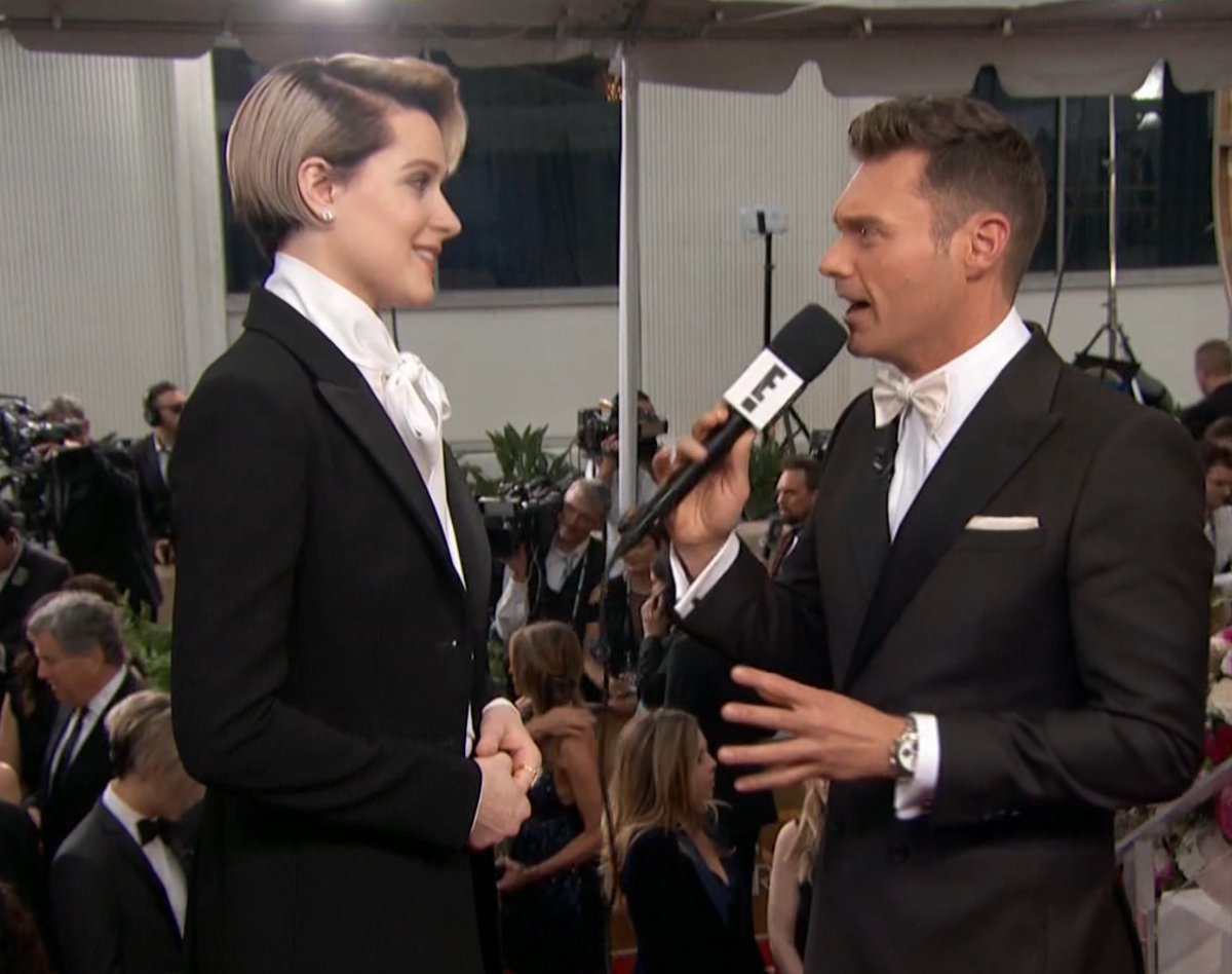 Thank you @evanrachelwood for reminding young girls and women that being yourself matters more than what you wear #GoldenGlobes #AskHerMore https://t.co/vPOGAgglfW