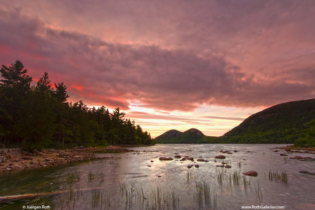 Stormy clouds across iconic Jordan Pond and the Bubbles in Maine Acadia National Park. @StormHour #StormHour #POTW https://t.co/dnsRuUs2AW