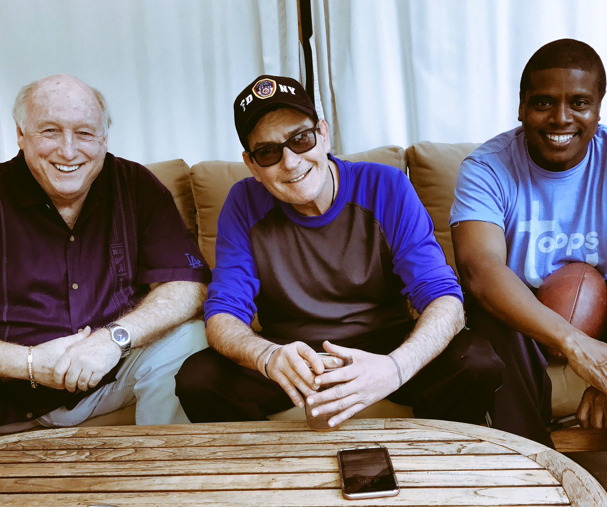 Spent time with fellow @Samohi_Alumni  @charliesheen & @tonytodd32 this afternoon https://t.co/FZnqrspgri