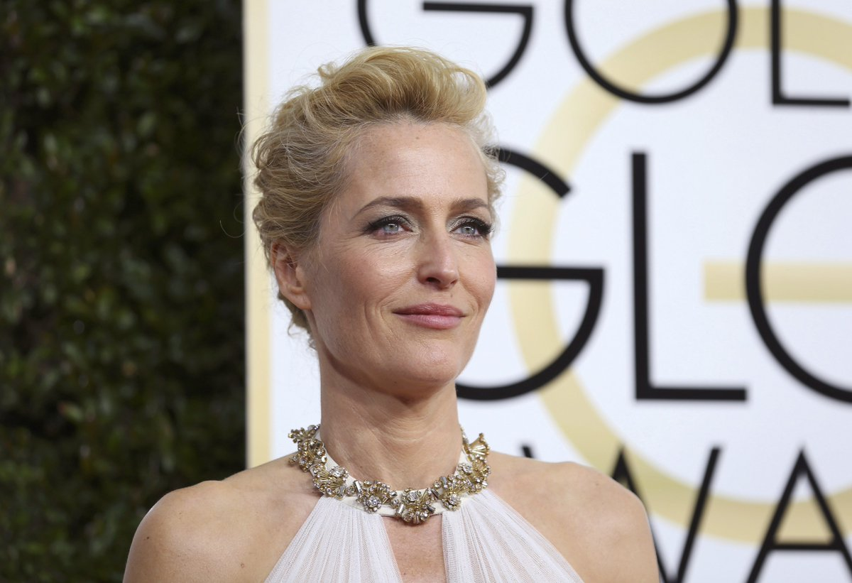 Gillian Anderson ( @GillianA ) , 74th Annual #GoldenGlobes Awards #TheXFiles #TheFall https://t.co/PRieIsiyMz