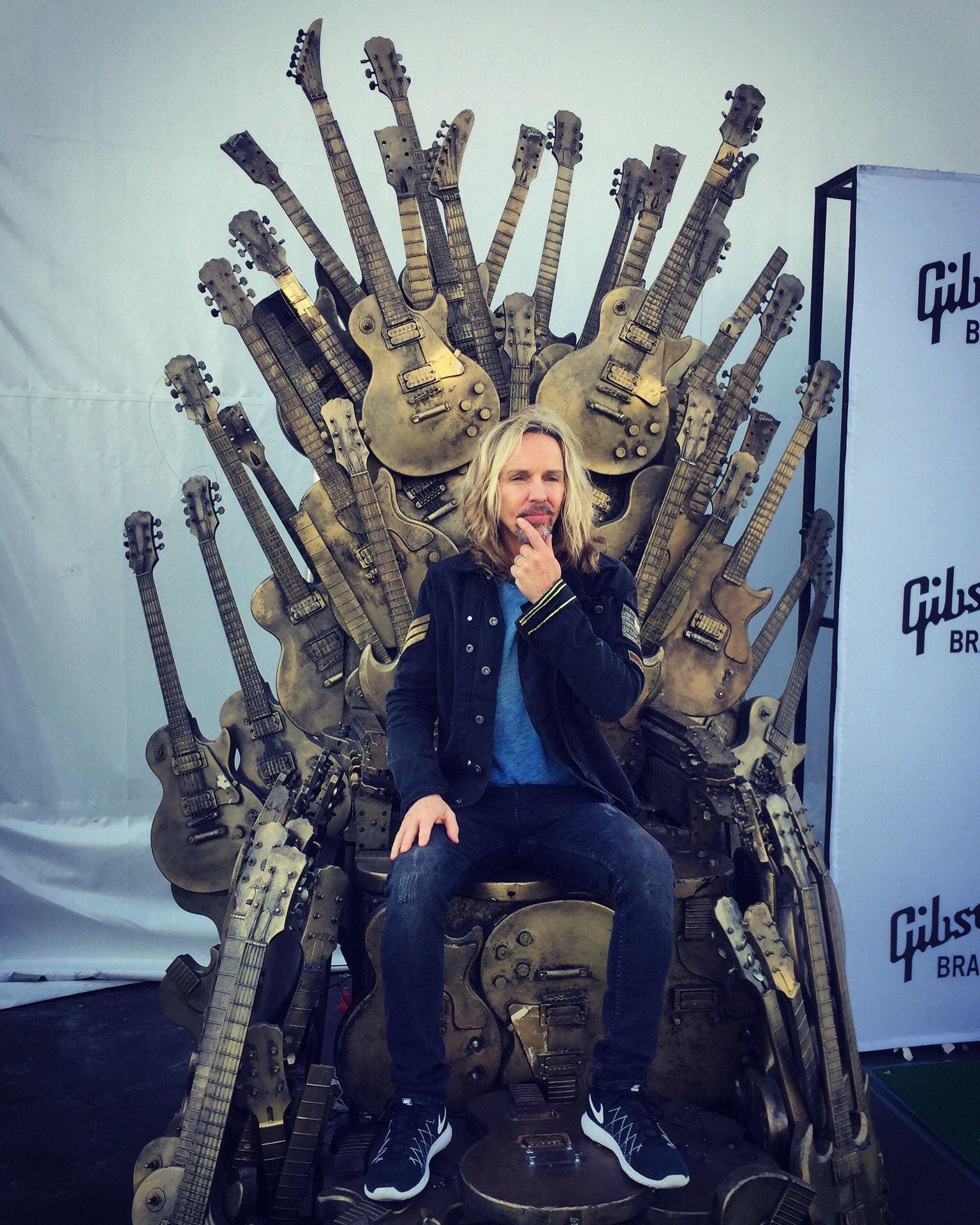 The Renegade atop his throne. #GameOfTones #GibsonCES2017 #CES2017 https://t.co/ruZvuuwhiq