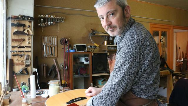 [#anciensélèves ] Des nouvelles de Franck Chérubin #luthier, passé à l&#39;Itemm de 1991 à 1993. #guitare   http://www. ouest-france.fr/bretagne/pont- labbe-29120/le-guilvinec-franck-cherubin-concoit-et-soigne-les-guitares-4720113 &nbsp; … <br>http://pic.twitter.com/msQXS4P7lW