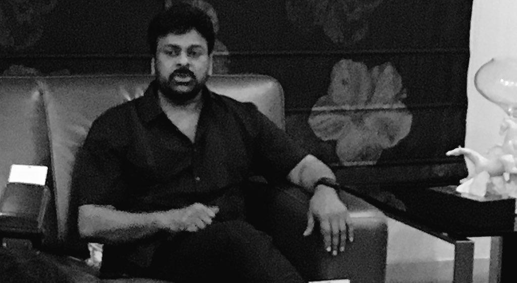 #RamCharan and @AlluArjun will be seen in special cameos in #KhaidiNo150 : #Chiranjeevi https://t.co/ydo3M8xDQj