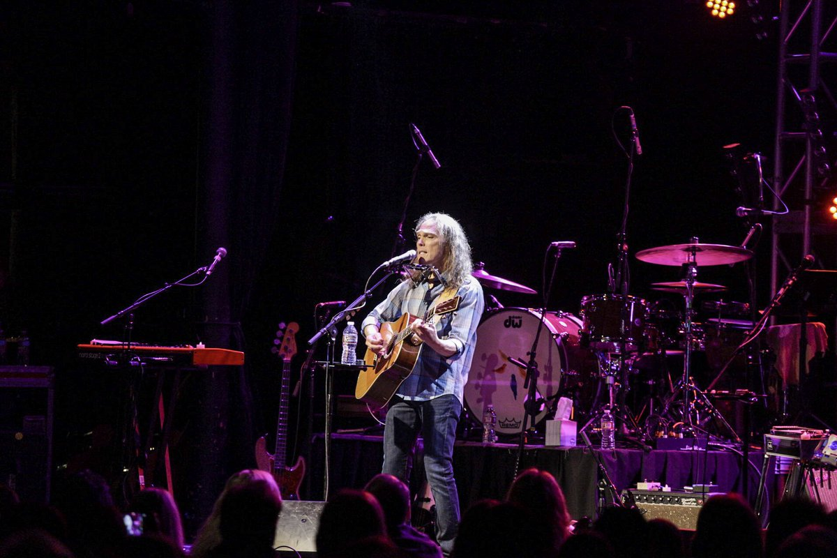tryin not 2 slip on the puddle of tears prompted by @timothybschmit singin #easyfeeling acoustic  #glennfrey #rockinpeace photo @gwinterboer<br>http://pic.twitter.com/A8ff8FKatv &ndash; à Canyon Club