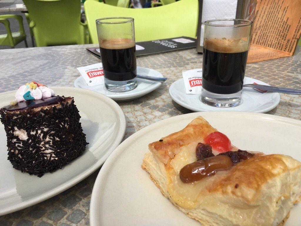 #Cafe y pastelitos por #ElBosque #Cadiz  una manera muy buena de comenzar la semana  #cafelfie #Gastronomia #Travel<br>http://pic.twitter.com/NJbBlUyA4y