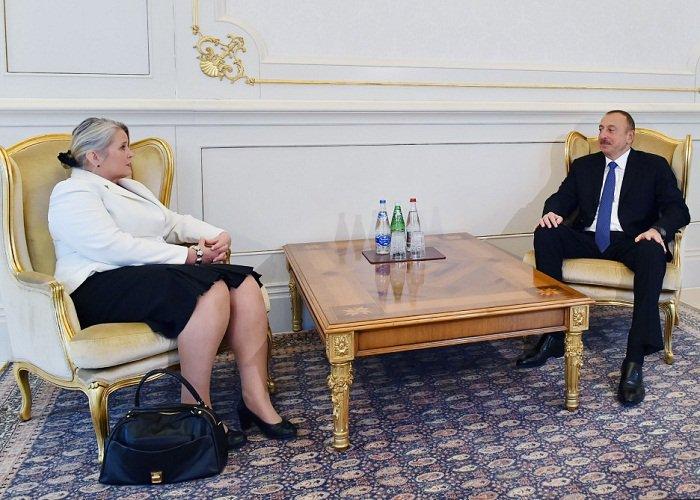 Ilham #Aliyev reçoit les lettres de créance de l'#ambassadrice finlandaise  http:// fr.azvision.az/Le-pr%C3%A9sid ent-de-la--32354-xeber.html &nbsp; …  #Azerbaidjan #Azerbaijan #Finland <br>http://pic.twitter.com/xQlH0agn94