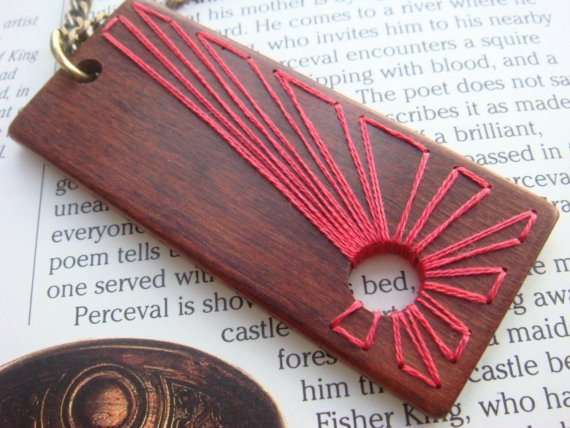 embroidered wood pendant ♥ ♥