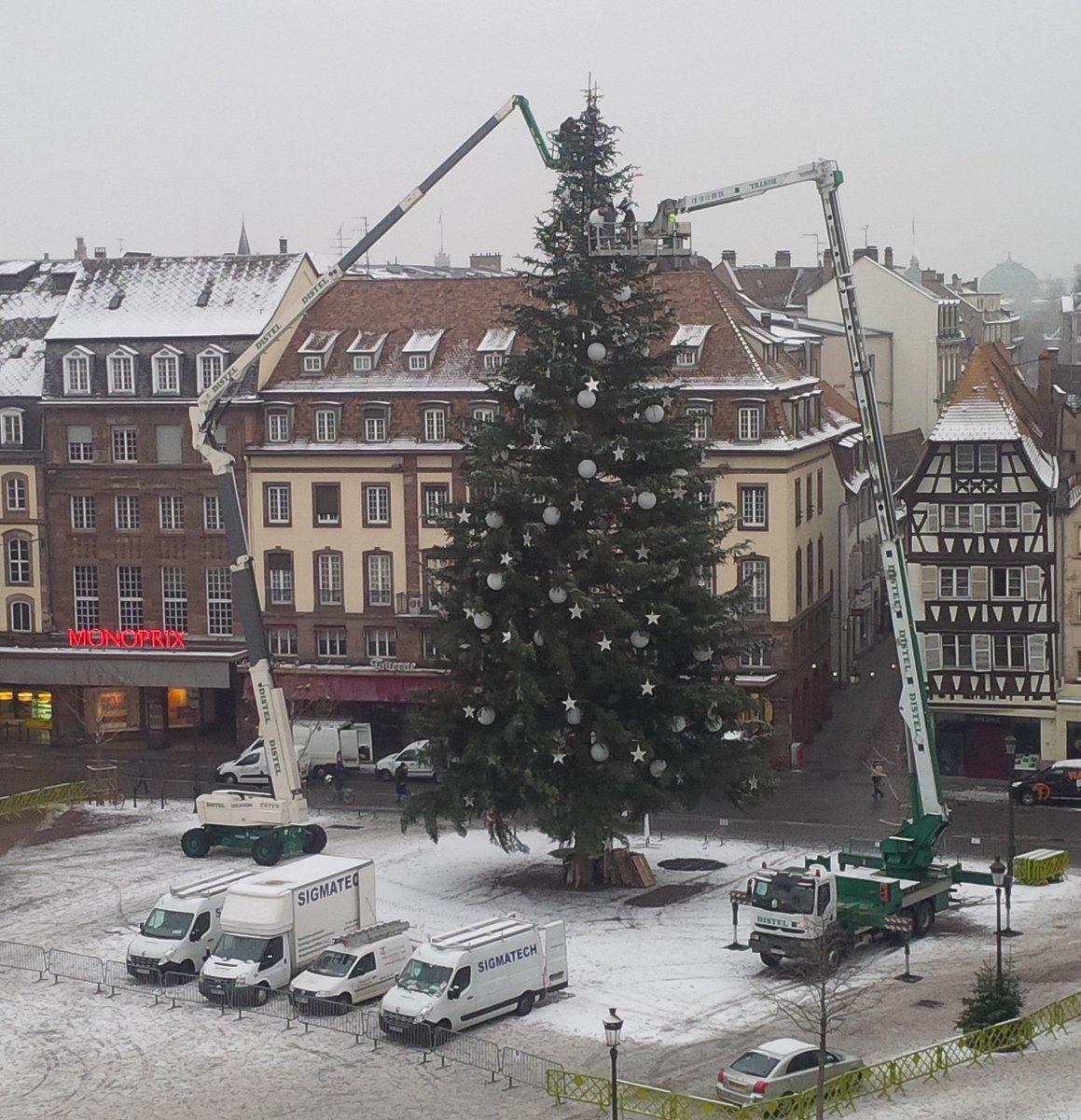 Démontage... Snif #Strasbourg #radiorbs #matinale #Sapin #noël #demonter #foret #bucherons   @strasbourg<br>http://pic.twitter.com/sZ0RdrGjjk