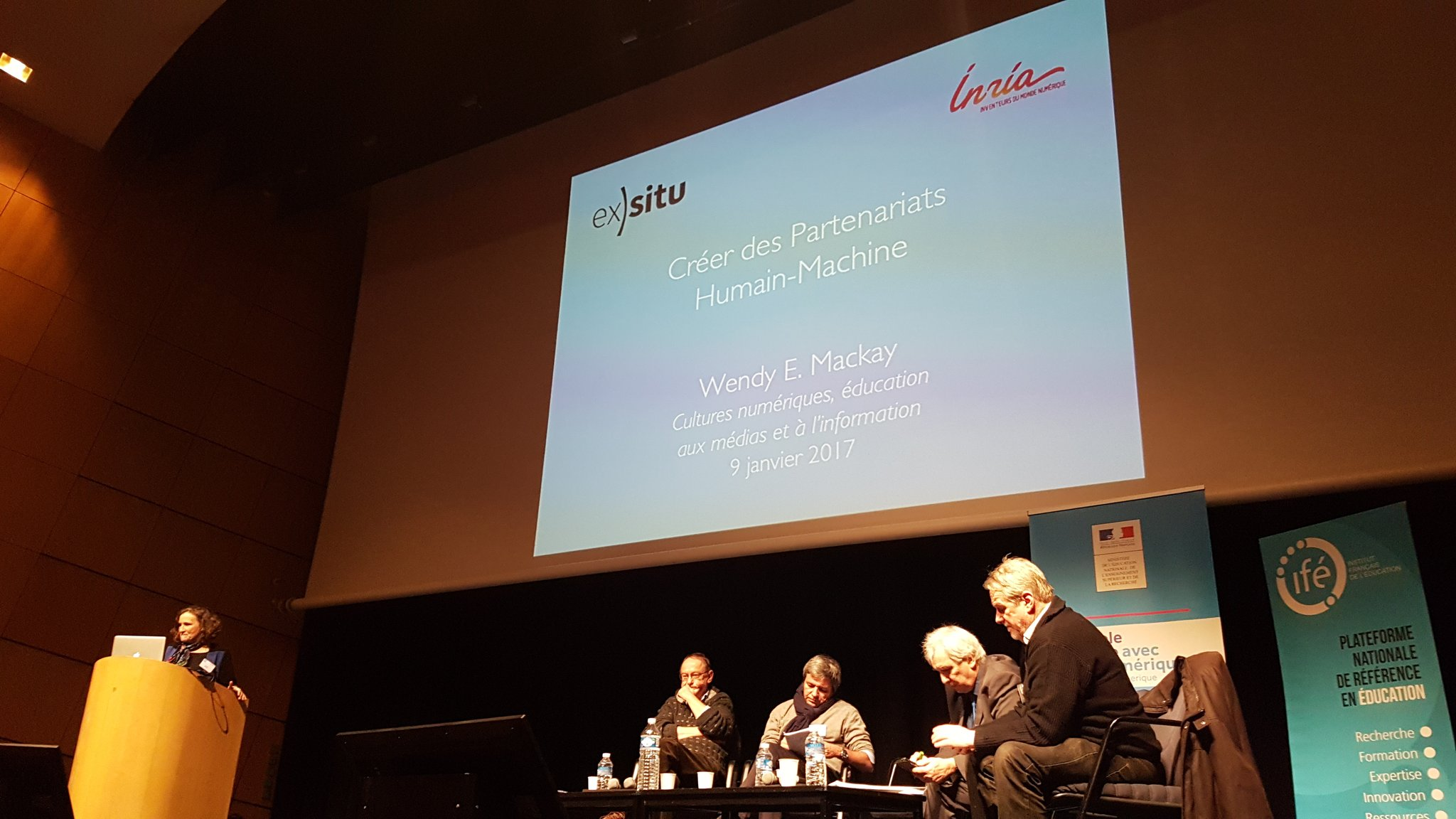 Intervention de Wendy Mackay #emiconf2017 : l'informatique est la science de l'information https://t.co/6gD7DYGZCO