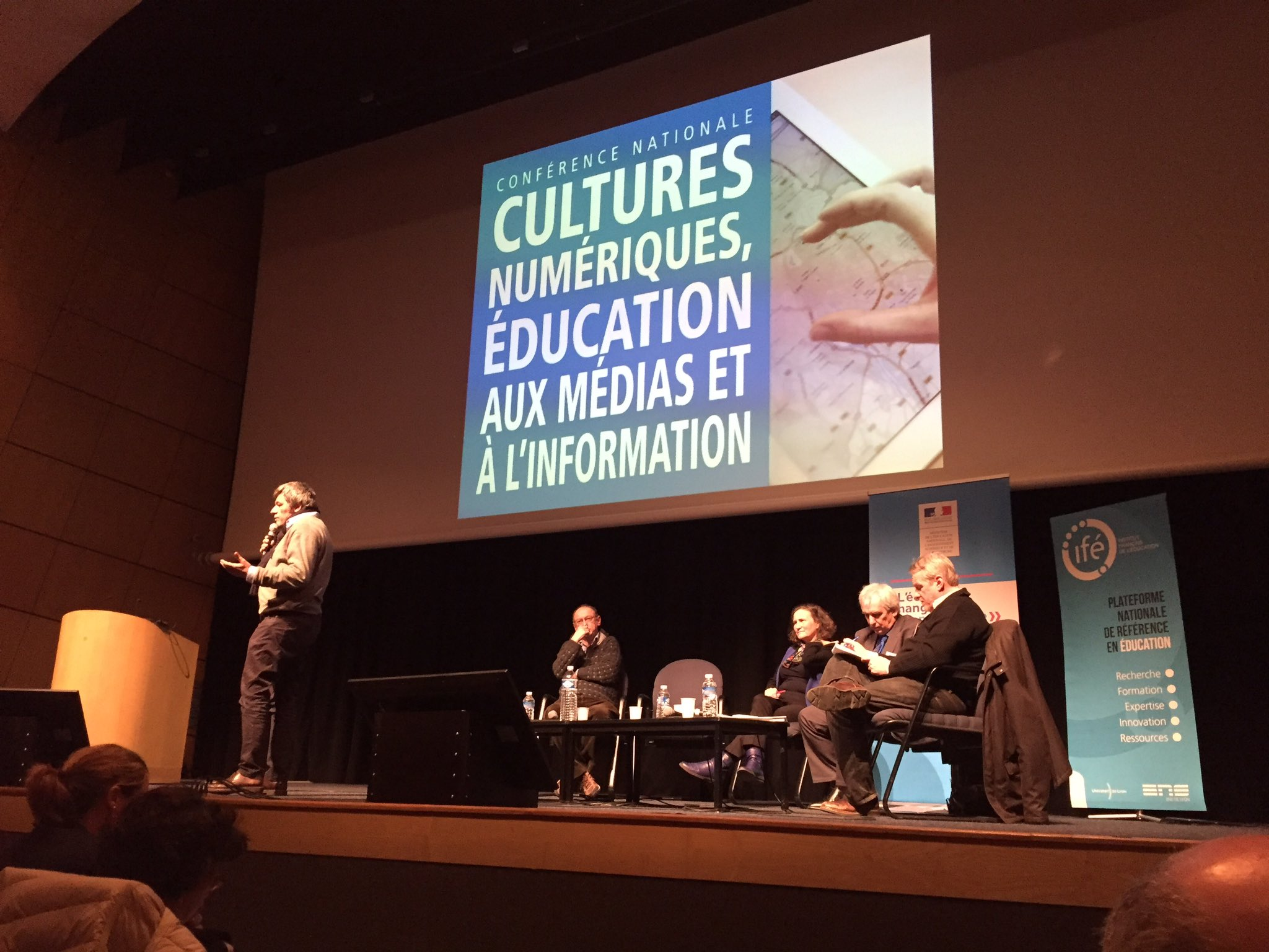 #emiconf2017 c'est au tour de @CharlesNepote pour la @la_fing et la #DataLiteracy https://t.co/x4imdUq6Jj