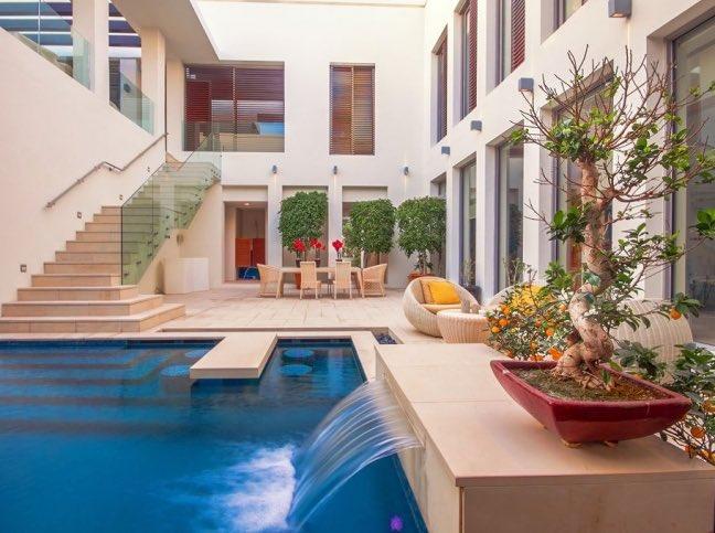 ديكور اليوم On Twitter تصميم مسبح وسط منزل فاخر في مدينة دبي