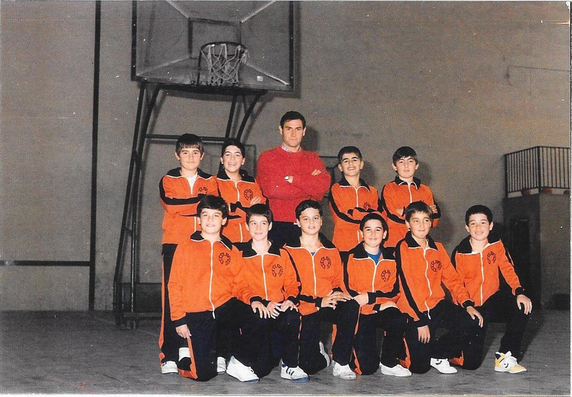 Proyecto 75 años de baloncesto en Álava. C1uFY2OWgAAAwSZ
