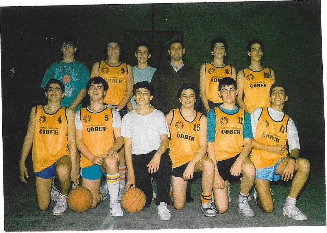 Proyecto 75 años de baloncesto en Álava. C1uFY2WXAAAu3yk