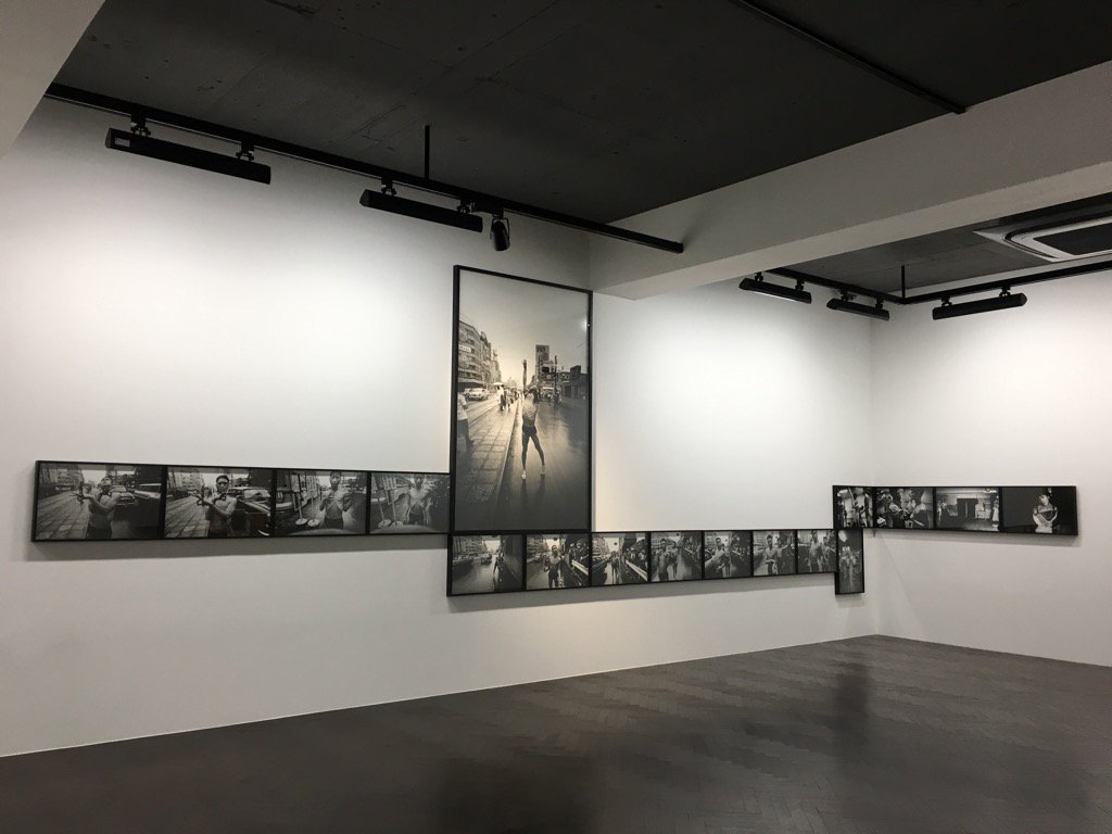 ウイリアム・クライン「Dance Happening,Tokyo 1961」展示作業。展覧会は11日よりスタート。 https://t.co/14ajcsbL3N https://t.co/8ObeicF6at