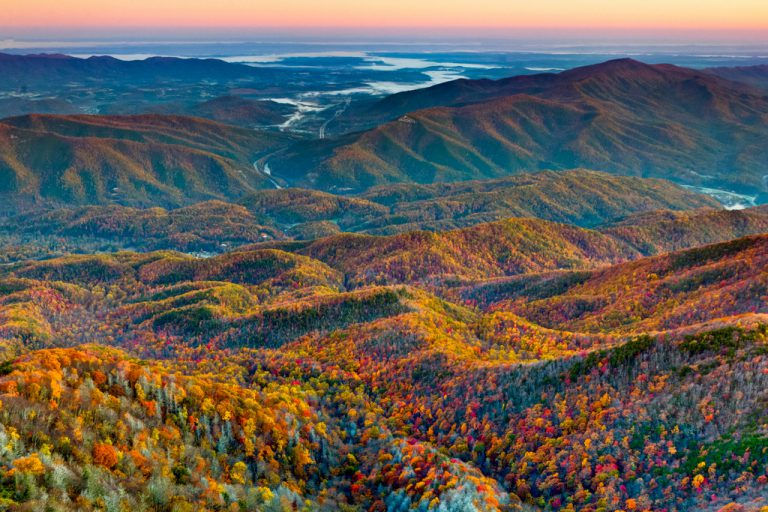 Top 10 #Fall #Foliage #Destinations in #America -> https://t.co/H6POBbRB4O  https://t.co/Rk3KZRDowr