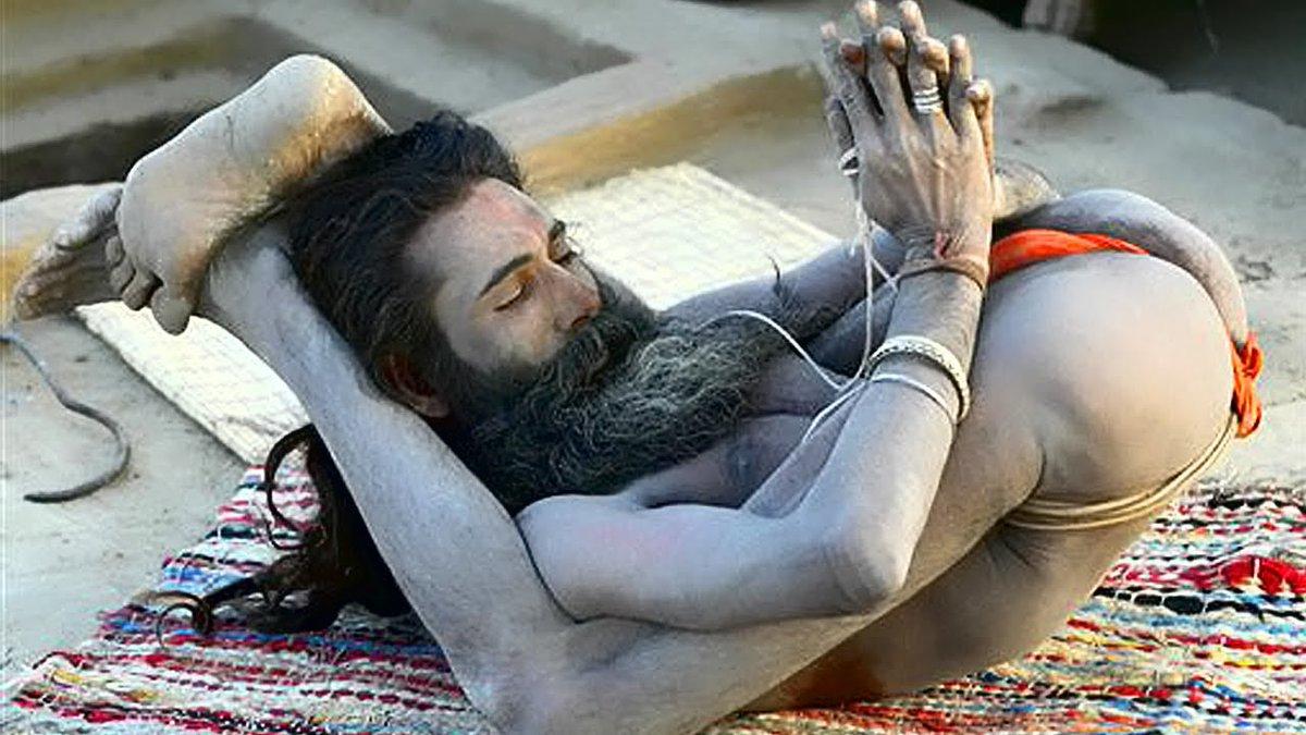 Йога отвлекает россиян. И мешает им страдать, ненавидеть и сплачиваться...