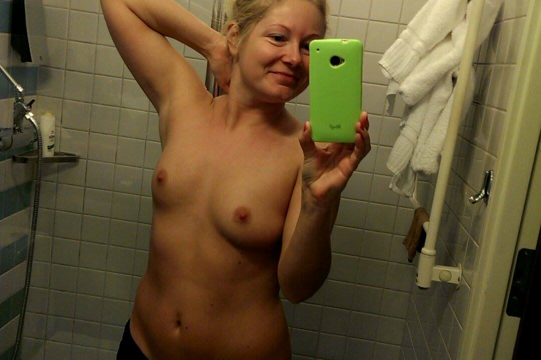 Nude Selfie 10203