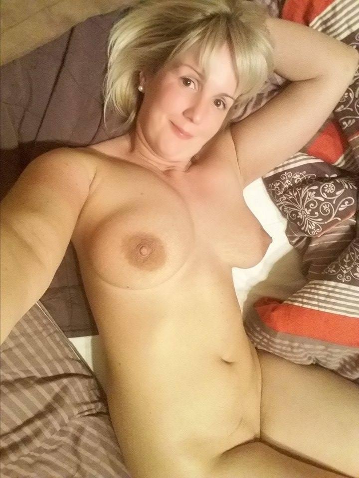 Nude Selfie 10205