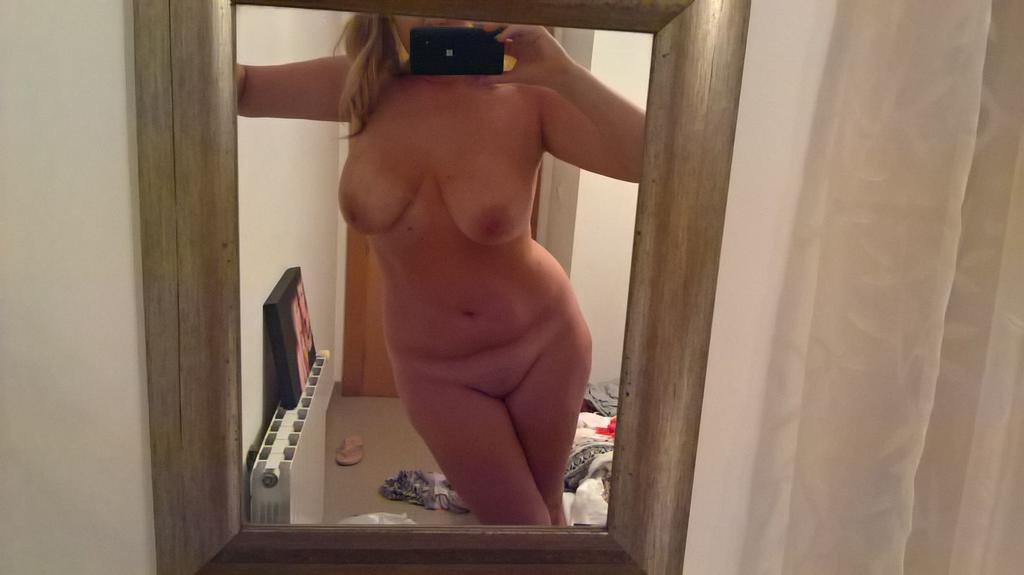 Nude Selfie 10235