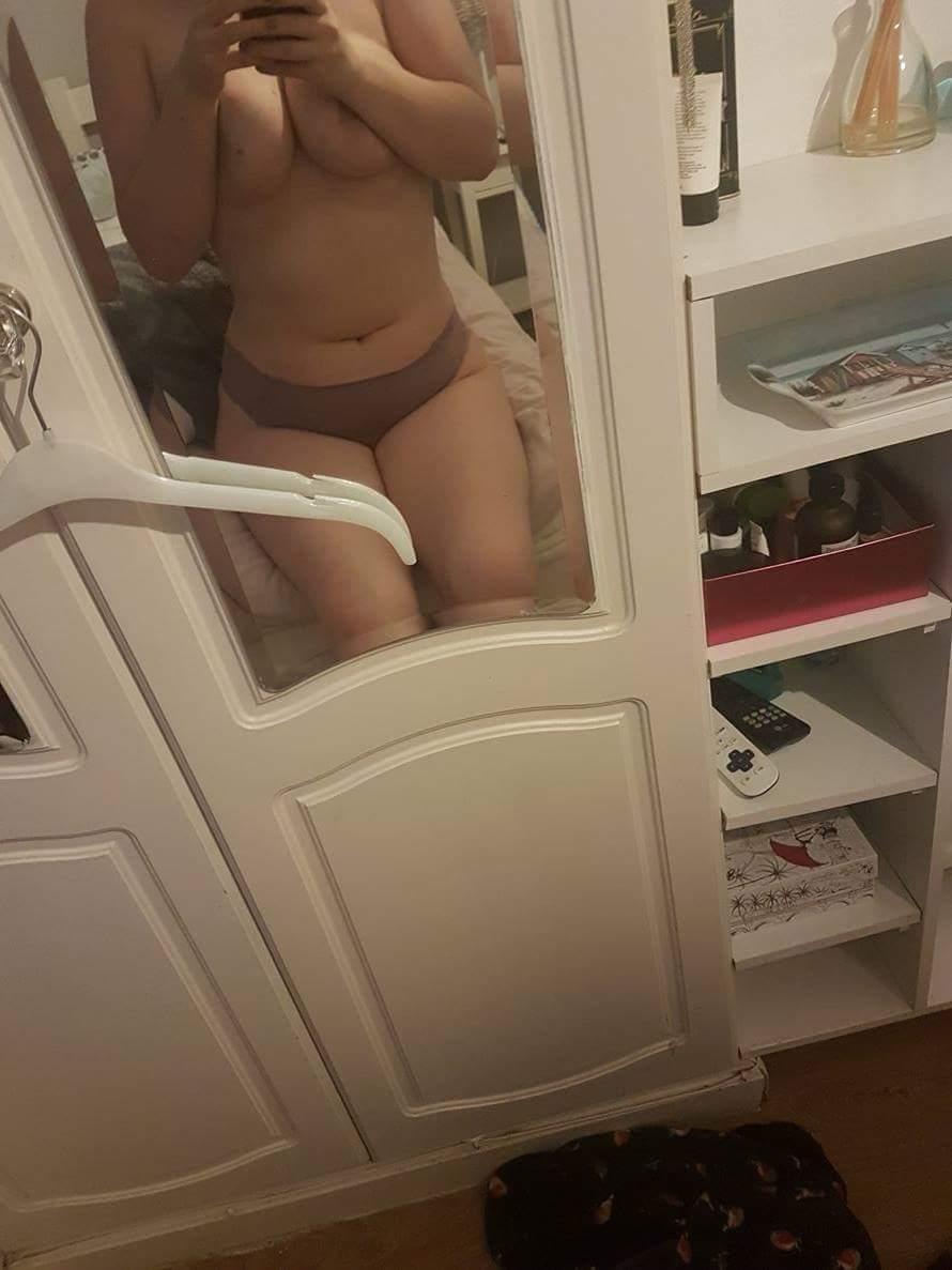 Nude Selfie 10261