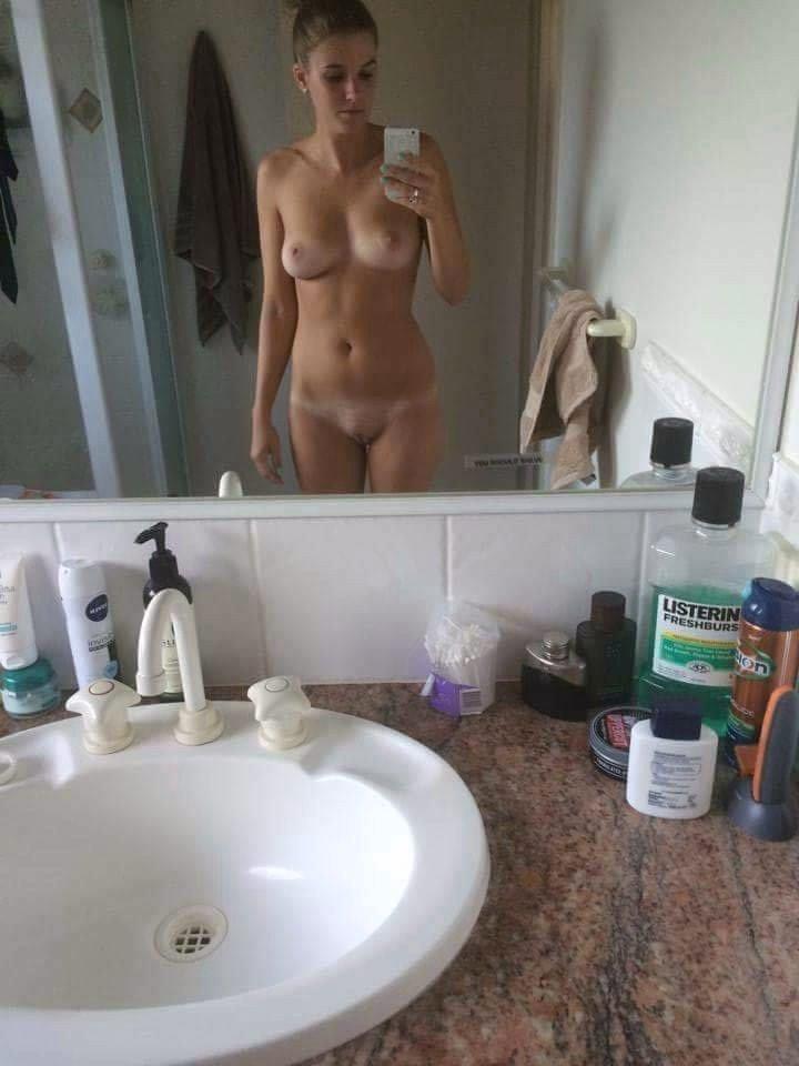 Nude Selfie 10253