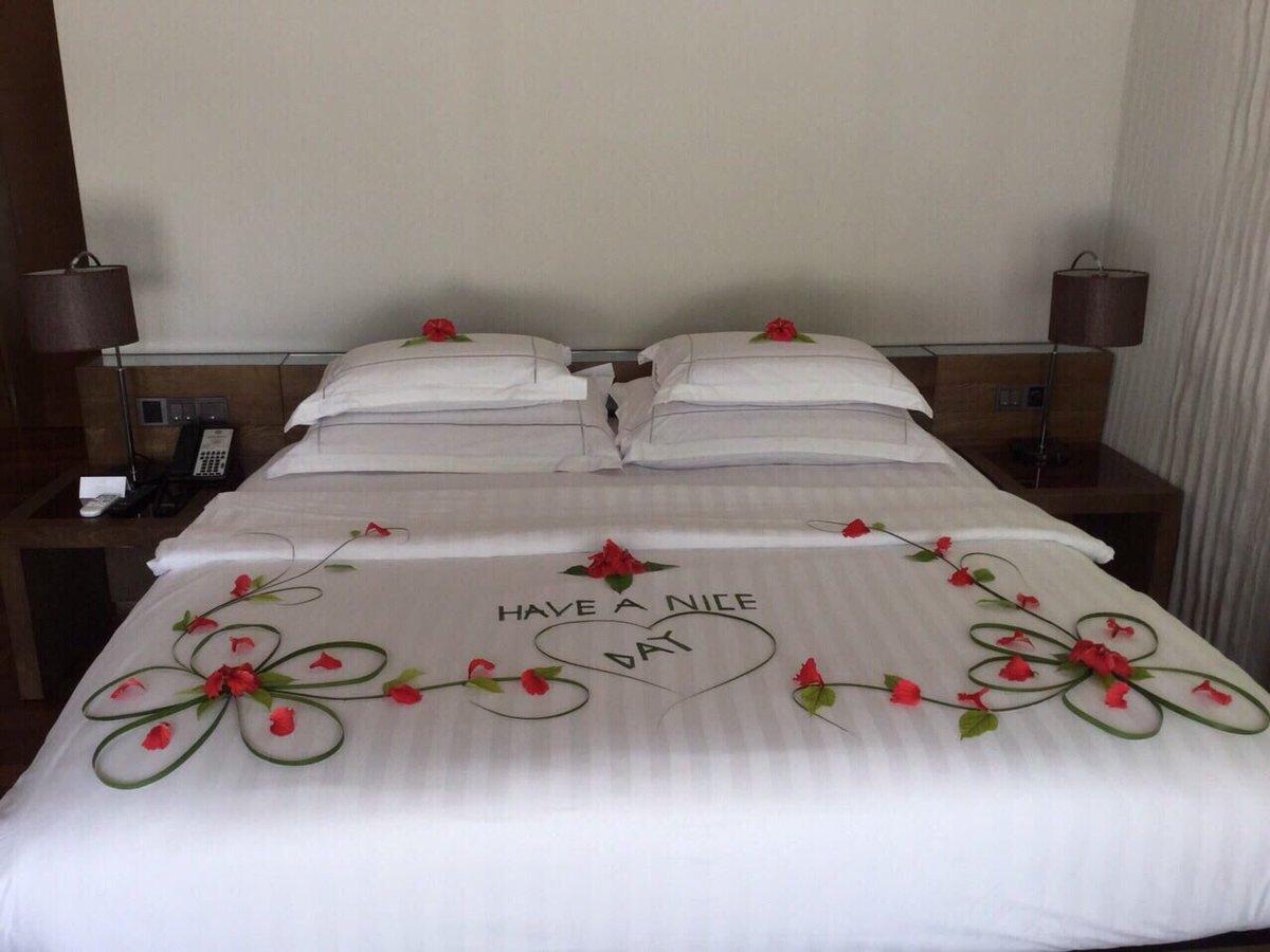 . Hideaway Beach Resort   Spa on Twitter   Amazing bed   bath