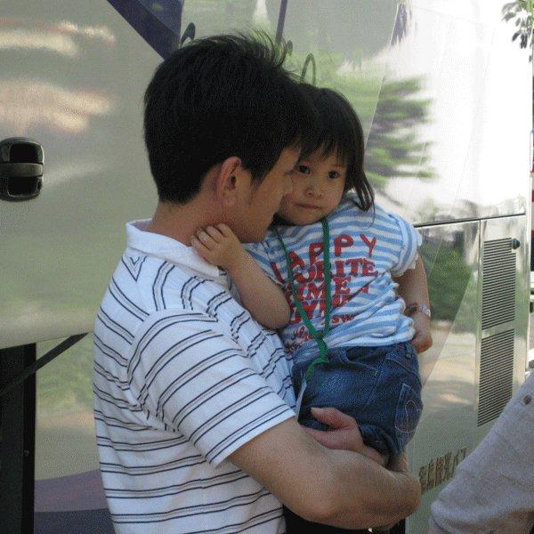 「パパに会いたいプロジェクト」活動継続危機につきご支援のお願いです。2017年の春休みに原発事故による母子避難の子どもたちへパパを届けるための交通費が足りていません。https://t.co/Vish9rOqR0  https://t.co/HUx3PDPZLE