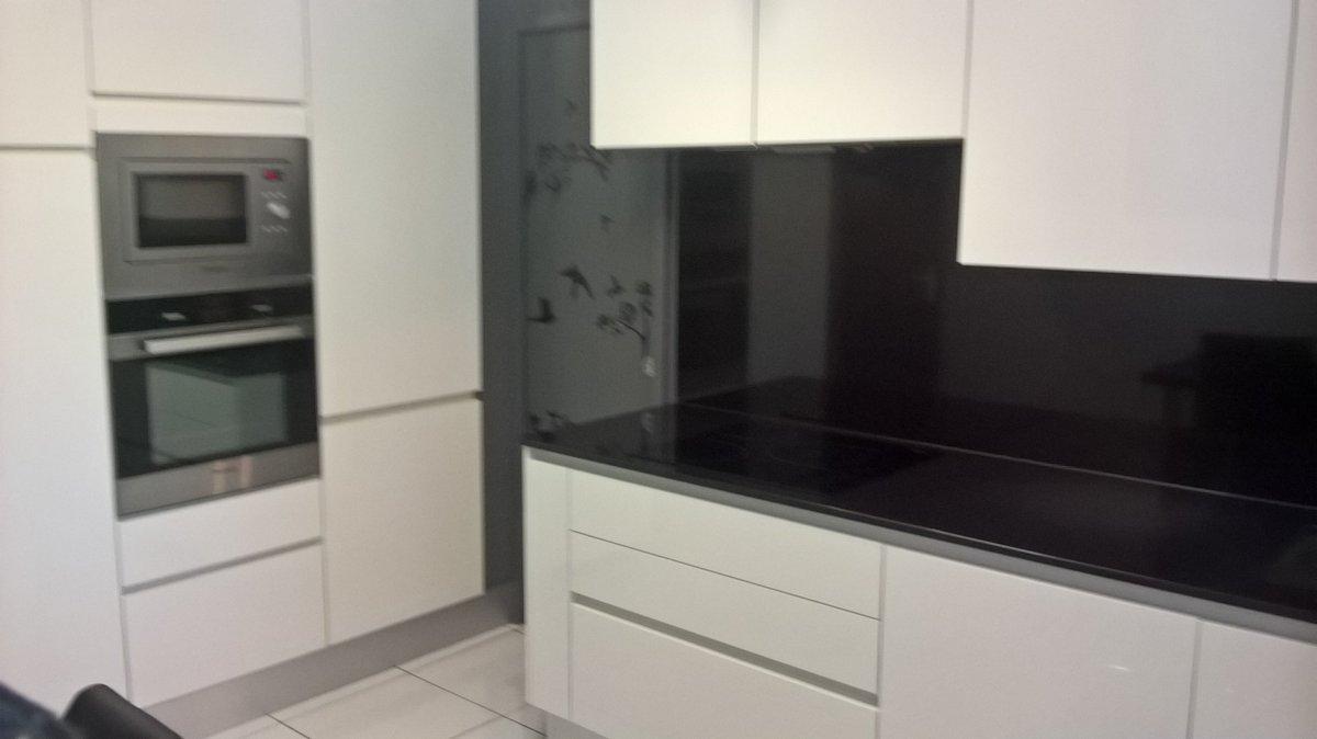 Les murs d&#39;armoires, les clients adorent! #cuisines #cuisiniste #rivesaltes #rénovation #perpignan #design #déco<br>http://pic.twitter.com/XfbQU889Mf