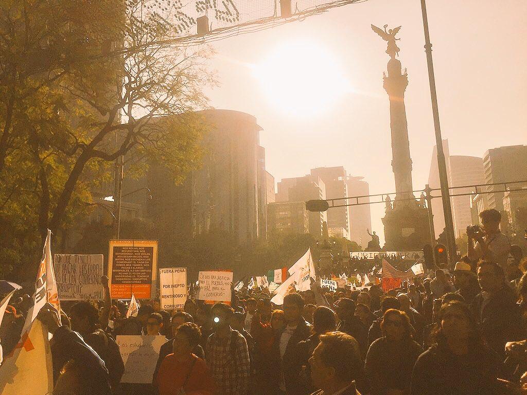 """""""Se ve se siente, #Peña delincuente""""  """"#El #pueblo se cansa de tanta pinche #tranza""""  #NoAlGasolinazo #México https://t.co/uqS6uOhUTl"""
