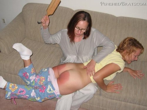 LOVE INTERACIAL!!! mom likes to spank tried