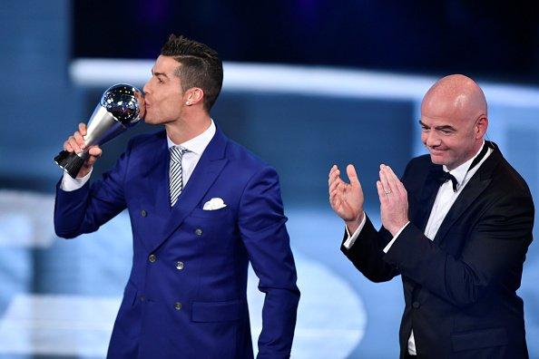 Ronaldo giành giải Cầu thủ hay nhất FIFA 2016
