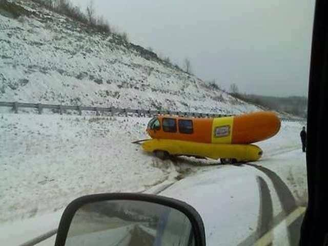 You know it's a bad day when you get your wiener stuck in the snow https://t.co/IWIpLlr6JP